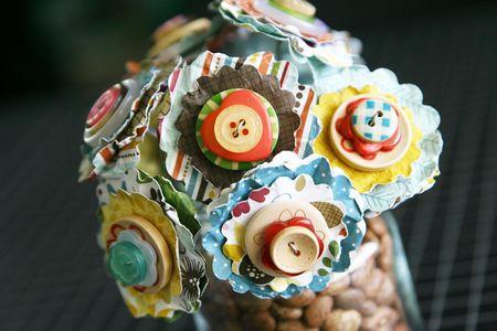 LauraVegas_ButtonFlower_Vases_Thankful_detail