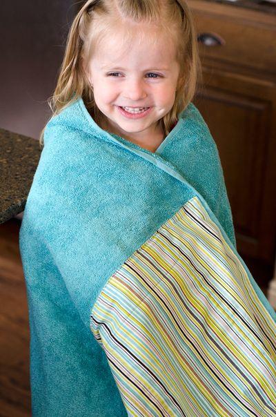 Bella-Blvd_Towel-Bag_Tiffany-Hood_detail-5a
