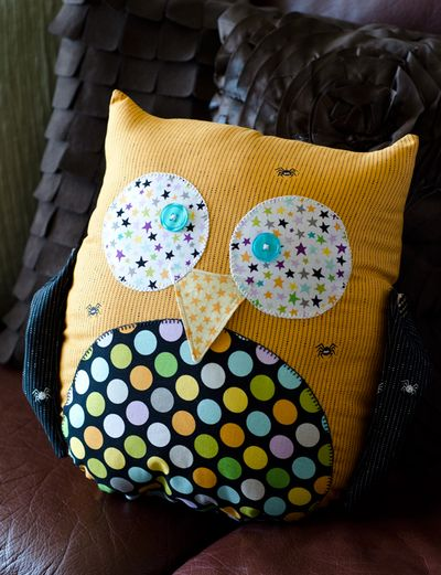 Too-Cute-To-Spook-Pillows_Tiffany-Hood_detail-2a