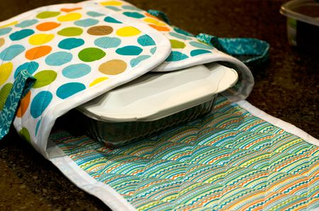 Bella-Blvd-Cooking-Set_Tiffany-Hood_detail-2