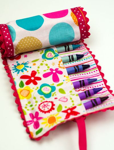 Bella-Blvd-Crayon-Roll_Tiffany-Hood_detail-1
