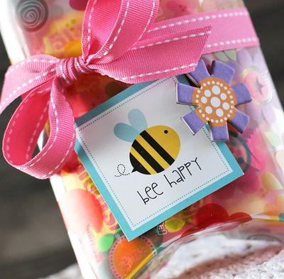 LaurieSchmidlin_TreatBoxes_BeeHappy(Detail)