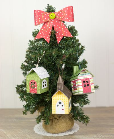 Corri_garza_ornaments_tree