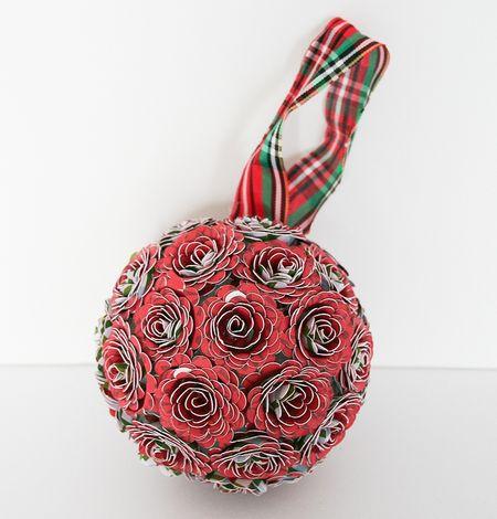 WendyAntenucci_ChristmasProjects_flowerball