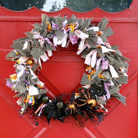 Jen Chesnick- Bella Blvd- Halloween Wreath- details1