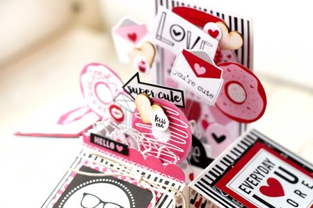 Julia Akinina- Valentina Card in a Box_details1