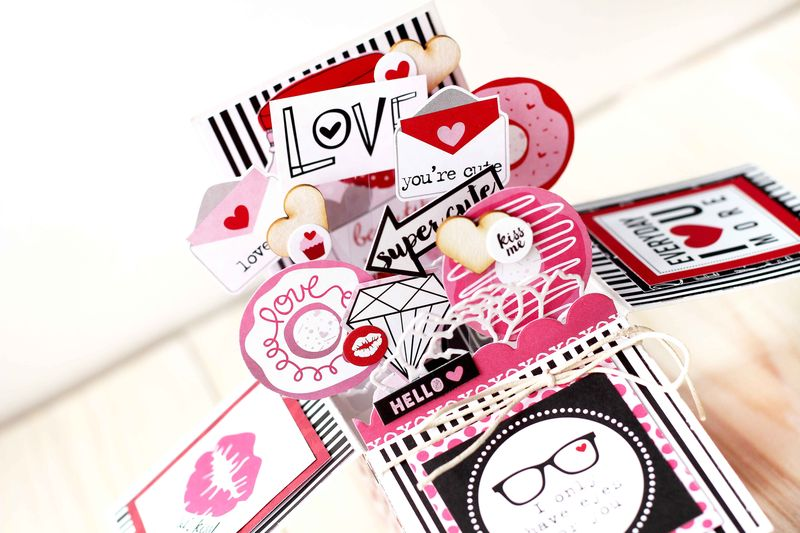 Julia Akinina- Valentina Card in a Box_details2